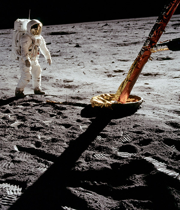 landing on the moon Read cnn's first moon landing fast facts and learn more about the apollo 11 landing on july 20, 1969, commanded by neil armstrong.